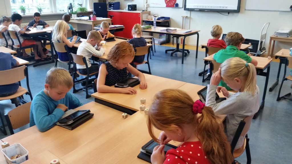 Schoolklas met tablets